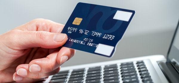creditcard-hand-min.jpg