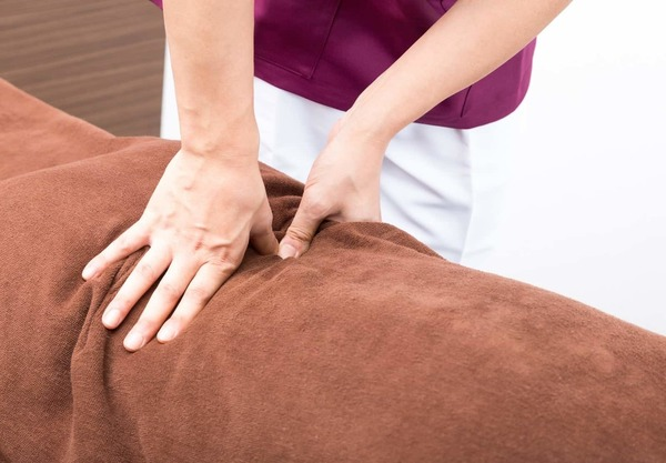 massage-min.jpg